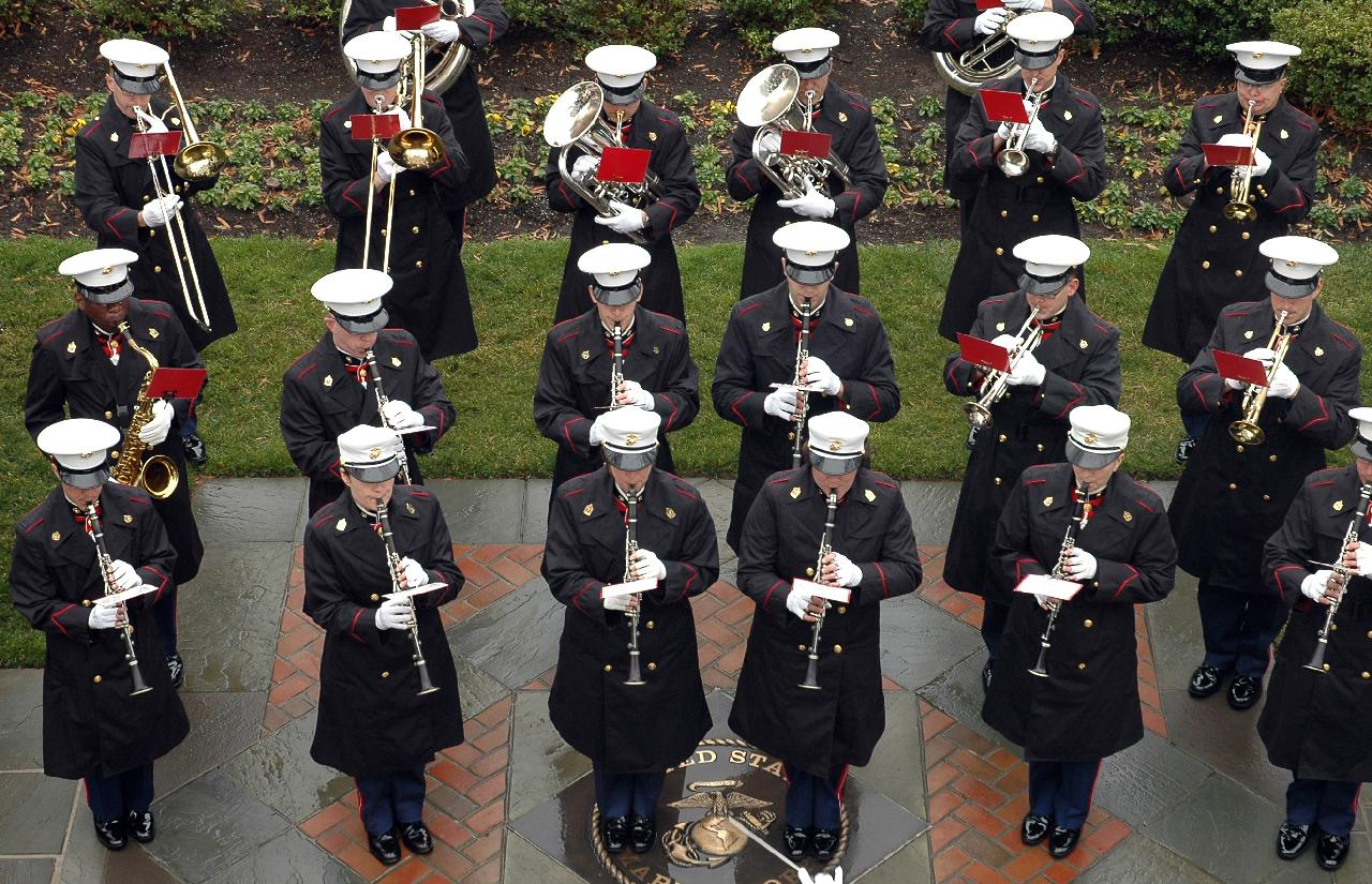http://robertarood.files.wordpress.com/2007/10/marine-band.jpg