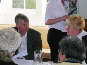 Andrew Taylor sitting next to one of our fabulous tour guides, Ros Hutchinson
