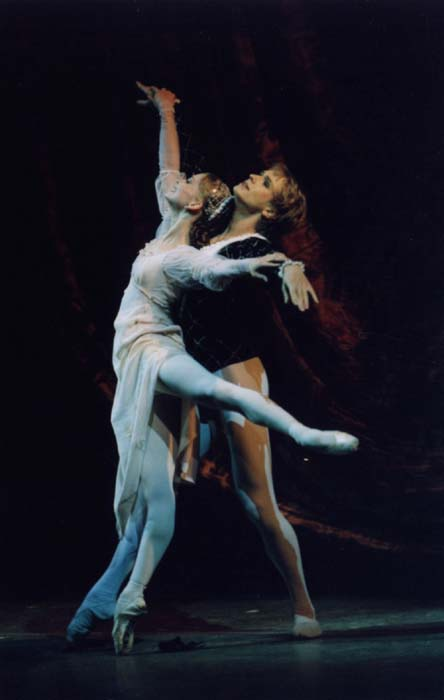 Evgenai Obraztsova as Juliet and Andrian Fadeyev as Romeo