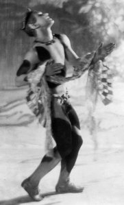 Nijinsky_faun_carrying_scarf_Baron_de_Meyer_1912