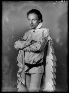 John Gielgud as Richard II in Richard of Bordeaux