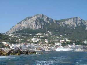 The approach to Capri by boat